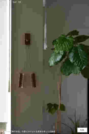 『引っ掛け収納』はリビング・キッチン・バスルームなど、お家の中の様々な場所に活用できる便利な収納術です。 今回ご紹介した素敵なアイディアをヒントに、さっそくハンガーやフックなど様々なアイテムを活用して、自分好みの収納スペースを作ってみませんか?