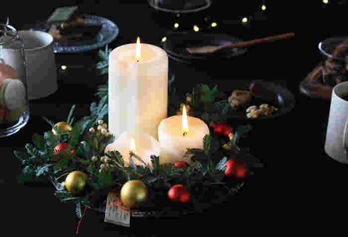 壁掛けはもちろん、こんな風に平置きにして中央にキャンドルやオーナメントを飾ると、クリスマスパーティーのテーブルコーデにぴったりです。