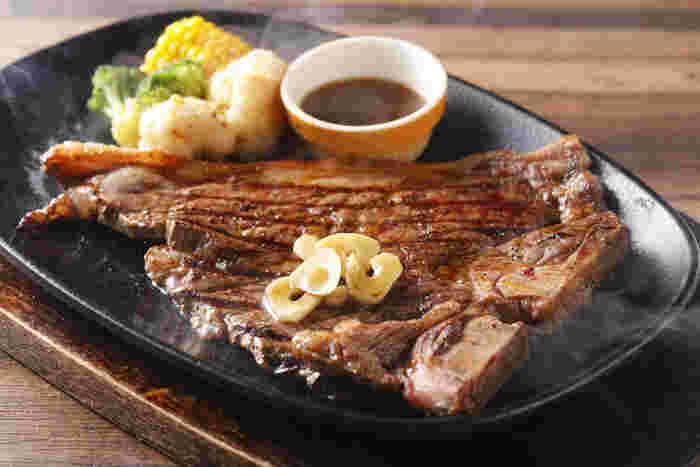 これぞアメリカン!なしっかり味のボリュームステーキ。お腹いっぱいお肉を食べたい日は迷わずこちらへ♪平日ならランチメニューが17時まで食べられるので、ちょっと遅めでもOKです。