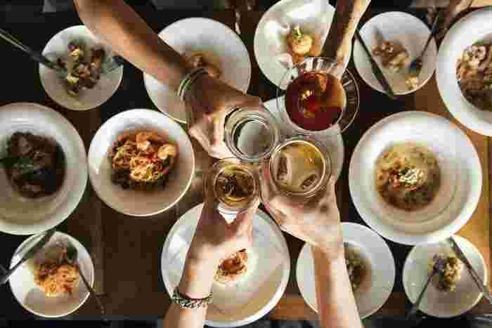 友達を招いて女子会!一人暮らしの醍醐味ですよね。つきない女子トークに美味しい食事♪手料理を振舞う絶好の機会に。