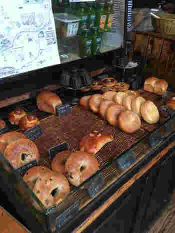 焼きたての自家製パンや焼き菓子は、テイクアウトも◎