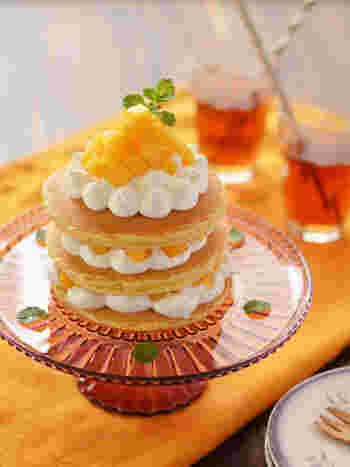 可愛いデコレーションパンケーキ。ふわふわ食感と柿の甘さ、華やかなデコレーションはパーティーにもピッタリです。