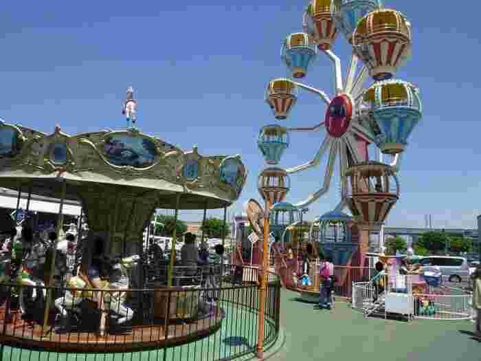 「ららん藤岡」は、全国的にも珍しい遊園地があるハイウェイオアシスです。昭和レトロな雰囲気が魅力のメリーゴランドと観覧車は、今も大人気。休日には多くの家族連れで賑わいます。