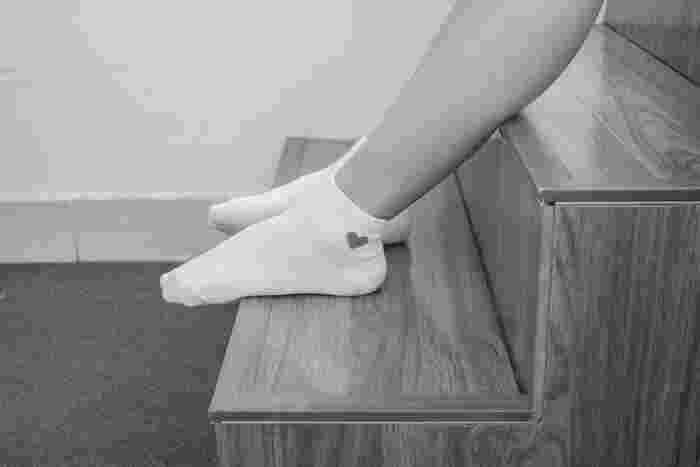 女性は基本的に筋肉量が少ないので、自発的に熱を生み出しにくく、手足の末端まで血液を巡らせられないことも多くて冷え性になりやすいです。女性の場合は、季節関係なくおしゃれのために手足を出すこともあるので体温が低くなります。