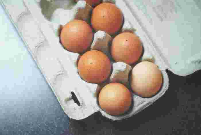 生のまま食べたり、焼いたり、茹でたり…冷蔵庫に欠かせない卵は、朝ごはんのおかずのスタンダードなのは勿論、晩御飯に何か一品足りないな…そんな時にも大活躍する食材。冷蔵庫には常に卵を常備している。そんなご家庭も多いのではないでしょうか…。 今回は、そんな卵料理の際にあると便利な、おすすめのキッチンツールをご紹介したいと思います。あると便利な台所道具たち。是非、みなさんのお気に入りの道具に加えてみませんか!