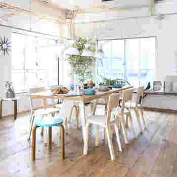 stool No.60でよく知られたアルテック社の「チェア66」。  アルテックはフィンランドの有名家具メーカー。 北欧モダンをよく表している椅子。   温かみのあるデザインは、合わせやすい。