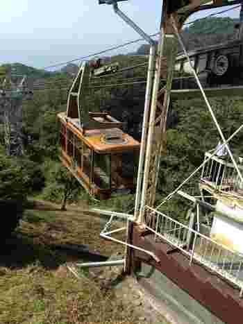 有度山の山頂へは、登りやすいハイキングコースが整備されています。また、日本平丘陵南側に鎮座する久能山東照宮近くから日本平山頂を結ぶロープウェイもあるため、山頂へは容易にアクセスすることができます。