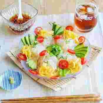 春雨を使ってカロリーダウンし、アボカド使いでボリュームアップ。ヘルシーでローカロリーの、ダイエット中にうれしいレシピ。