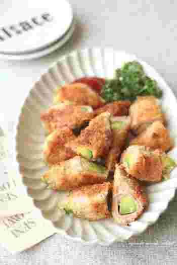 アボカドの緑と、魚肉ソーセージのピンクの組み合わせで、お弁当を華やかにしてくれますよ。少量の油での揚げ焼きでカラっと焼き目をつけるだけでOKなので、カロリーダウンにも。