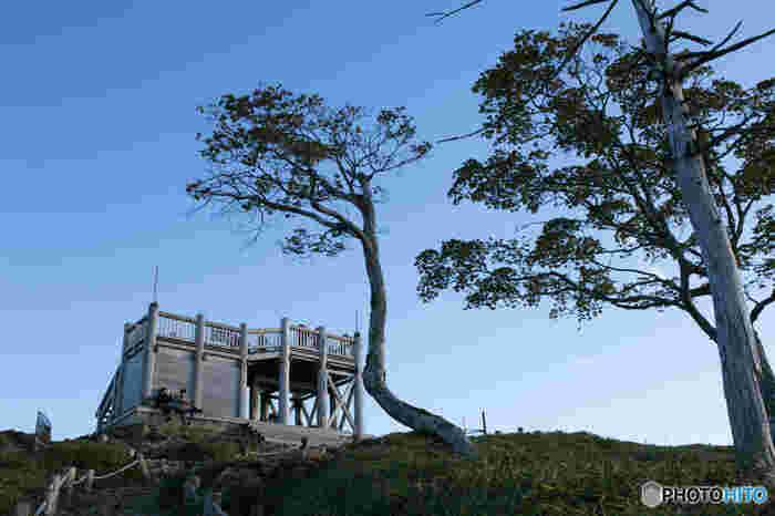 日出ヶ岳の山頂には、展望台が設置されています。ここからは、吉野熊野山系はもちろんのこと、熊野灘までを見渡すことができるので、ぜひ展望台に上ってみましょう。