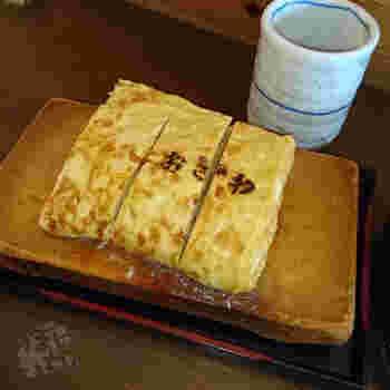 定食は少し量が多いという方向けには、単品の手焼き卵焼きもありますよ。見た目通りの美味しさに心も体も大満足!明日からもがんばろうと思わせてくれる幸せの卵焼きです。