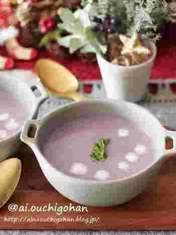 色の美しさが際立つ紫芋。紫の色素にはブルーベリーなどと同じくアントシアニンが含まれています。アントシアニンは抗酸化作用や眼精疲労改善が期待できると言われている成分。一般的なさつまいもの栄養素に加えて、健康効果が高いことでも注目されています。甘みが少なくあっさりとした味わいのナカムラサキ。ポタージュスープにすると、とてもおしゃれ。寒い冬も気分良く、素敵なスープで温まりましょう。
