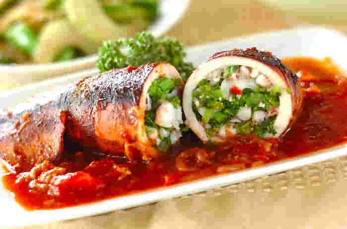 野菜や魚介に詰め込んで。テーブルが華やぐおしゃれな「詰め物料理」レシピ