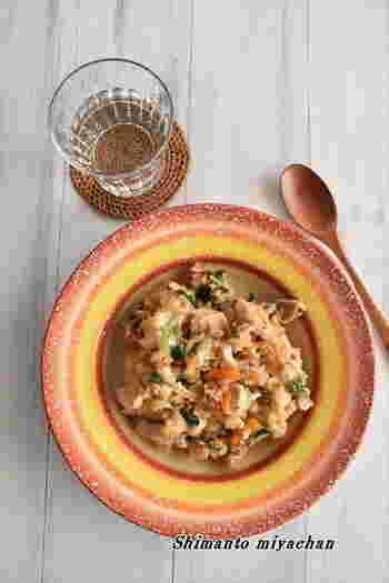 意外な組み合わせと思いきや、言い換えれば〆にご飯を加えたチーズダッカルビ!焼肉のたれを使うので手軽ですし、炊飯器任せで簡単に作れますよ。