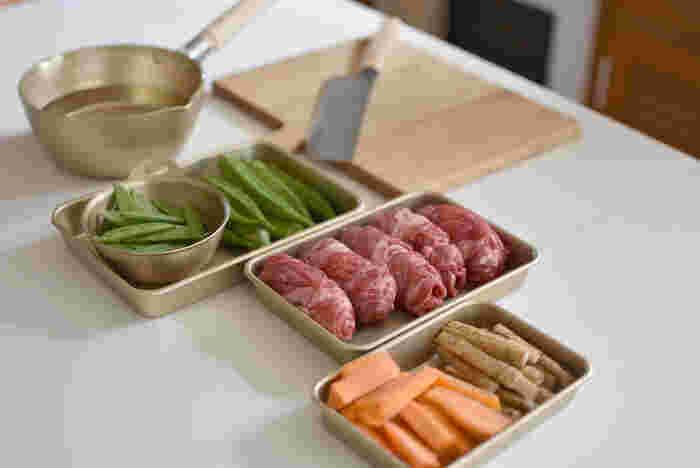 両手鍋の他にも片手鍋、ボウルやバットまで揃います。ボウルとバットはなんと直火OKという優れもの。食材の温めや、お弁当などの少ない食材の調理にも役立ちます。