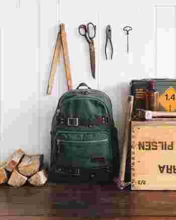 必要な道具が全て入り、背負いやすければ普段使いしているものでも大丈夫。荷物が多くなる場合は、登山用の身体にフィットするものを選びましょう。