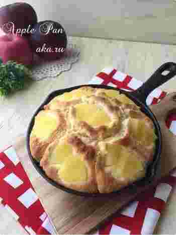 ホットケーキミックスを使って簡単なリンゴパンを作っちゃいましょう!あたたかなリンゴの甘さを楽しんで。