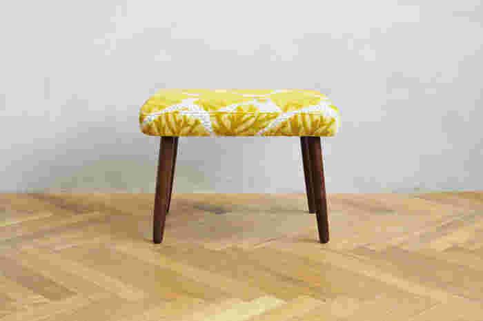 Vintage STOOL × minä perhonen -fogland オーク材の脚のヴィンテージ感がステキです。