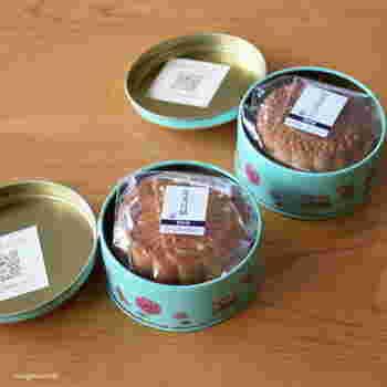 お菓子の缶もケーキ型として使えます!写真のような丸い缶は、小さめのホールケーキを焼くのにぴったり♪底と側面にクッキングシートを敷いて使ってくださいね。