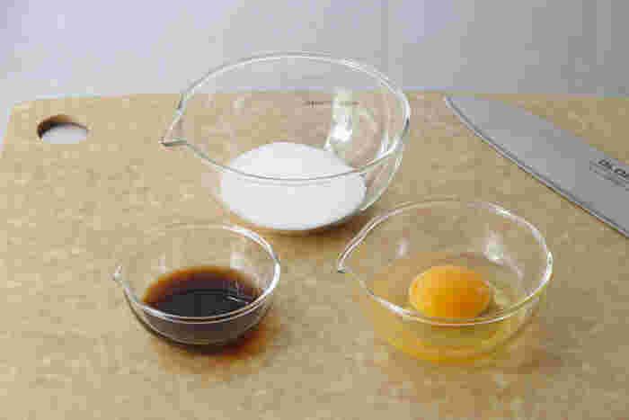 こちらiwaki の耐熱のリップボウルは、注ぎ口付きなので調理の際、とても便利。例えば溶き卵を混ぜてそのままスープに注いで溶き卵スープを作ったり、スイーツを作る際にも混ぜ合わせやすく、作業がはかどりそう。