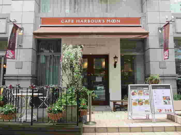 日本大通り、横浜公園近隣に位置するのがカフェも併設している「横濱菓楼 ハーバーズムーン ありあけ」です。