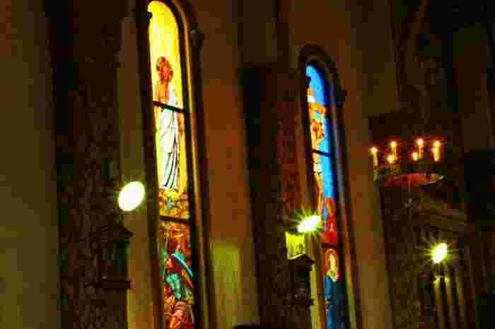 厳かで凛とした光が教会内一面に光が伸びていきます。