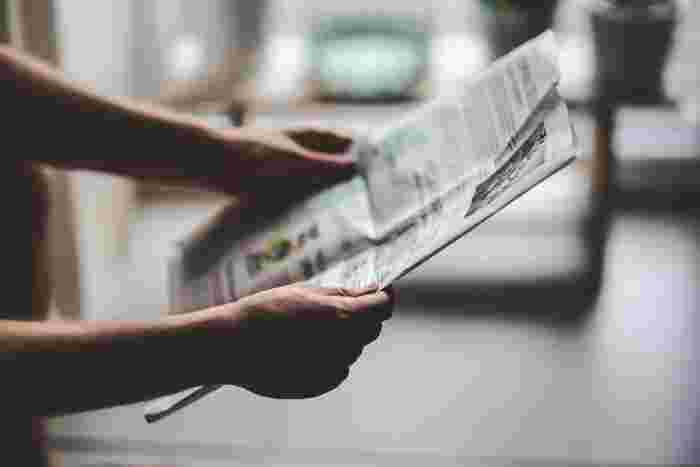 新聞の記事は決められた少ない文字数の中に、伝えたいことをロジカルに的確に伝えている文章の教科書です。ボキャブラリーや漢字も含め、文章を書くこと、読むことの勉強にもなります。