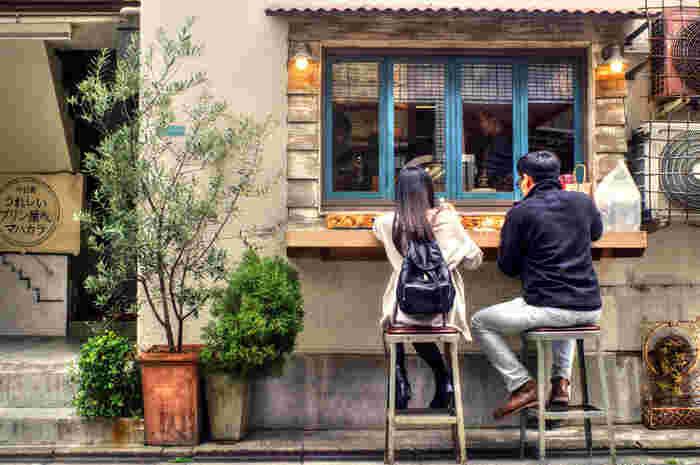 併営の居酒屋さん『イカ玉焼きと串カツ マハカラ』のデザートメニューだったプリンが脚光を浴び、独立した店舗に。 兵庫県産「日本一こだわり卵」を原料とした濃厚&かためのプリンが幅広い支持を得ています。テイクアウト中心となりますが、かわいいパッケージ(検索してみて)ともども、手土産にもおすすめ。