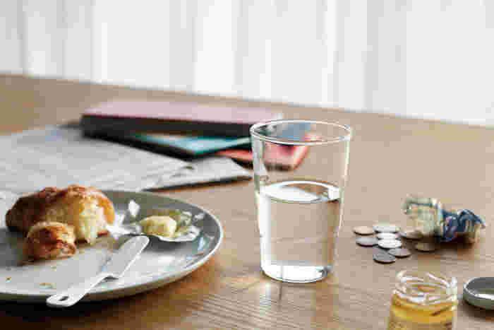 「最もグラスらしいグラス」を考えて作られた、究極にシンプルで美しいグラス。使いやすく、いつまで使っても飽きの来ないデザインが追求されています。普段使いはもちろんのこと、お客様に出しても◎