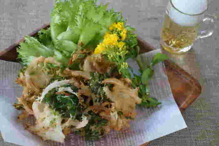 新玉ねぎの甘味と、菜の花のほろ苦さがたまらないかき揚げ。美味しさはご想像の通り!ぜひ、揚げたてをサクサク食べてくださいね♪
