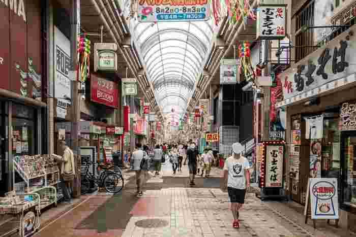 駅を出てすぐの商店街は、アーケードの長さが東京で一番なんだとか。スーパーだけでなく個人商店も多く、活気があって人が多く集まっています。また、チェーン店が充実していて、気軽&低価格で飲食できるお店が多いのも魅力的。