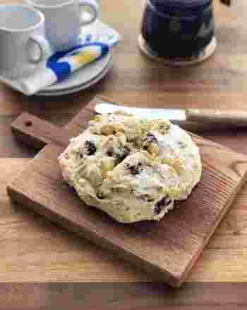 混ぜるだけで簡単に作れる栄養満点なプルーン&くるみパン。生地にはヨーグルトも入っているので、朝からたっぷり栄養が取れそうです。スライスして軽くトーストするとさらにおいしくなるとのことです。