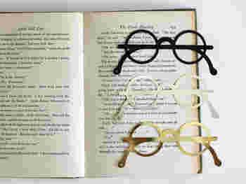"""読書家さんには欠かせない""""しおり""""。丸メガネの形をした、金属でできたこんなにユニークなものなら、読書がもっと楽しくなりそう♪"""