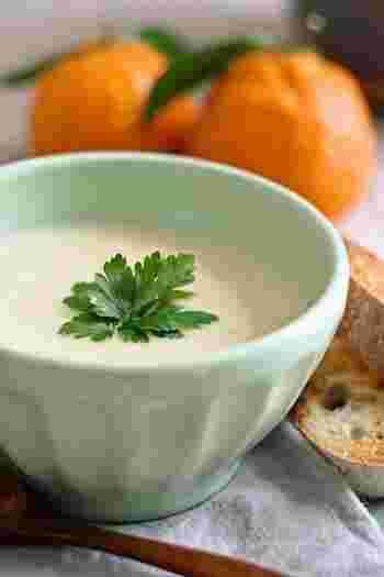 見た目にも鮮やかなスープ。旬の野菜を使って、いろいろアレンジできそうですね。