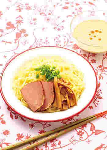 練りゴマで作る「ピリ辛ごまダレつけめん」はお好みでラー油の量をちょい足ししていくと・・・坦々つけめんのような味わいになりますよ。中華麺のつけだれのアイデアは未知数です!その日の気分で色々試してみてくださいね。