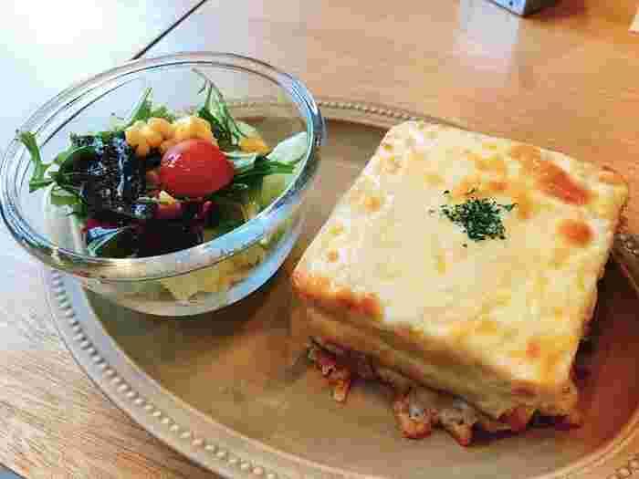 こちらは、とろ~りチーズが美味しいクロックムッシュ。パンの単品もいいですが、ランチには、サラダと好きなドリンクを選べるお得な「ブレッドミールセット」がおすすめです。