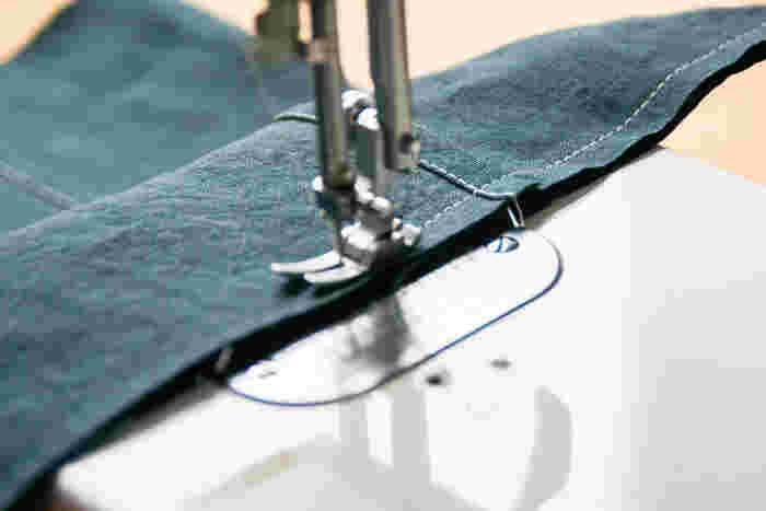 端から1cmを重なった状態で縫います。