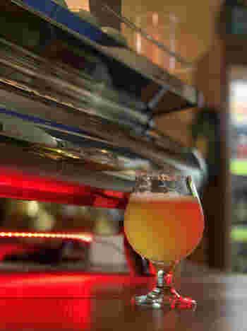 埼玉や山梨、長野などで造られている個性豊かなクラフトビールが楽しめます。りんごや紅茶などのフレーバービールもあり、ビールの苦みが得意ではない女性にも人気ですよ。