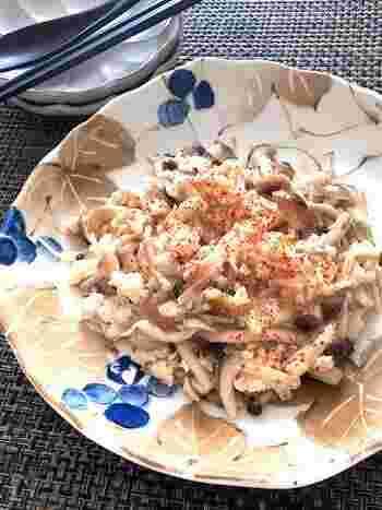 白だしだけで味付ける、シンプルだけどとっても美味しいきのこのとろみ炒め。きのこがたっぷり食べられるのに加え、鶏ひき肉を使っているのでヘルシーなレシピです。
