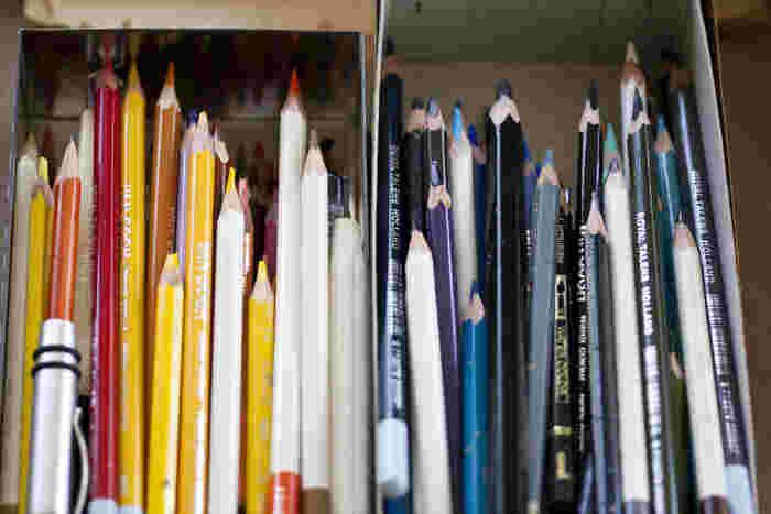 色鉛筆は水溶性のものを使用。鉛筆削りは使いません