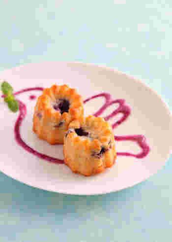 生地・ソースともにヨーグルトを使った、混ぜて焼くだけの簡単ミニケーキ。ブルーベリーを混ぜているので、甘みもしっかり味わえます。外はカリカリ、中はしっとりな食感を楽しみましょう♪