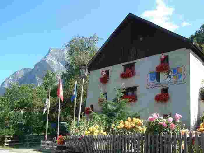 ハイジの村は、小説「アルプスの少女ハイジ」の世界を忠実に再現した博物館「ハイジハウス」がある村です。