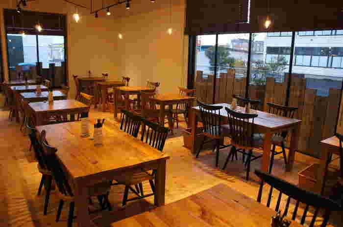 取市千代水にあるカフェ「moco lifestyle store」。木のぬくもり感が感じられる店内は、いつまでも長いしたくなってしまう心地よい空間。お洒落でヘルシー&美味しいメニューが楽しめます。