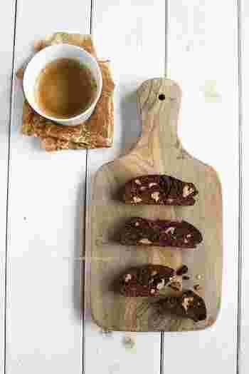 """ビスコッティは、イタリアの固焼きビスケット「ビスコッティ」は、イタリア語で""""二度焼いた""""という意味で、水分がほとんどないので長持ちします。ワインなどにも合いそうですね。"""