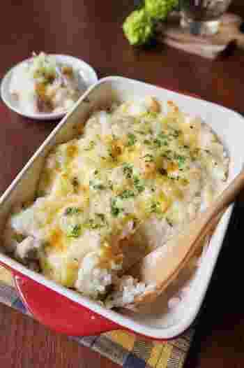 鶏肉とサツマイモで作るとっても簡単なドリアです。ドリアも器のまま、ドーンとテーブルに出せるので、見た目もよしで華やかです。