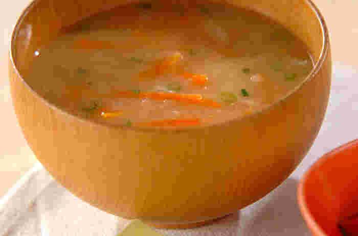 食物繊維がたっぷりと摂れる切り干し大根のお味噌汁。買い置き素材で作れるお味噌汁は覚えておくといいですね。