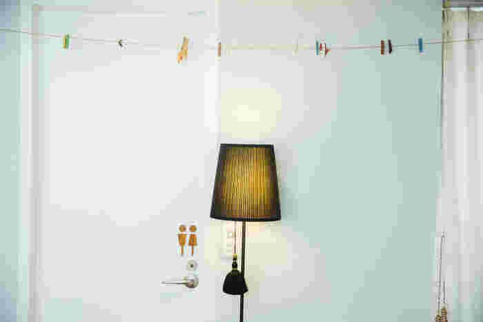 IKEAの照明に黒のタッセルをつけたもの。タッセルがあるだけでラグジュアリーな雰囲気に