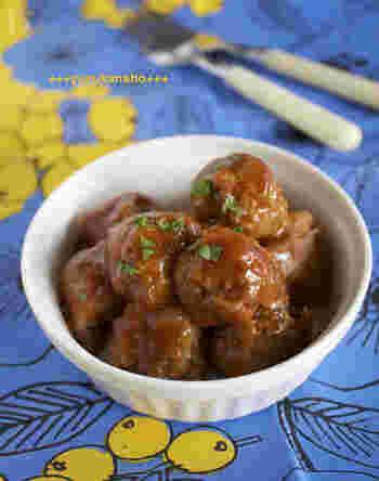 豚こま肉をギュッと握って肉団子に仕立てたアイデアレシピ!メインディッシュは勿論のこと、お弁当にもGOOD!ひき肉で作るよりも安価な上に簡単に作ることができる嬉しいレシピですね。