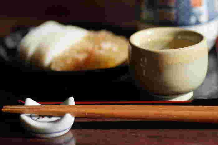 日本酒は、温めても冷やしてもおいしく飲めるお酒です。温度によって呼び方も変わり、約10種類の飲み方があります。今回はそんな中から、最も基本的な3つの飲み方をご紹介します。