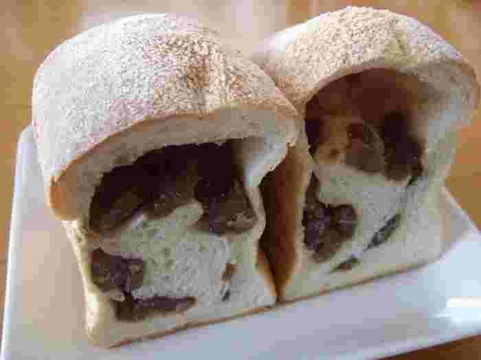 朝食に欠かせない食パンはふんわりとっても柔らかな食感。3種類の国産小麦を使用しており、次の日でも柔らかいのが特徴的です。こちらは栗がごろっと入って美味しそう!